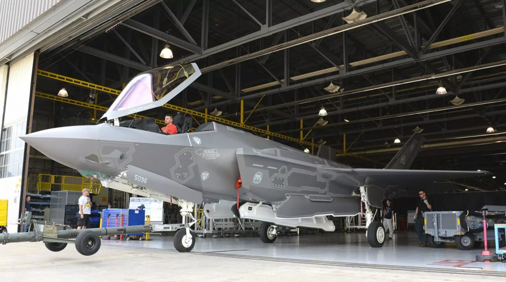 F-35-saindo-do-hangar-1024x571.jpg