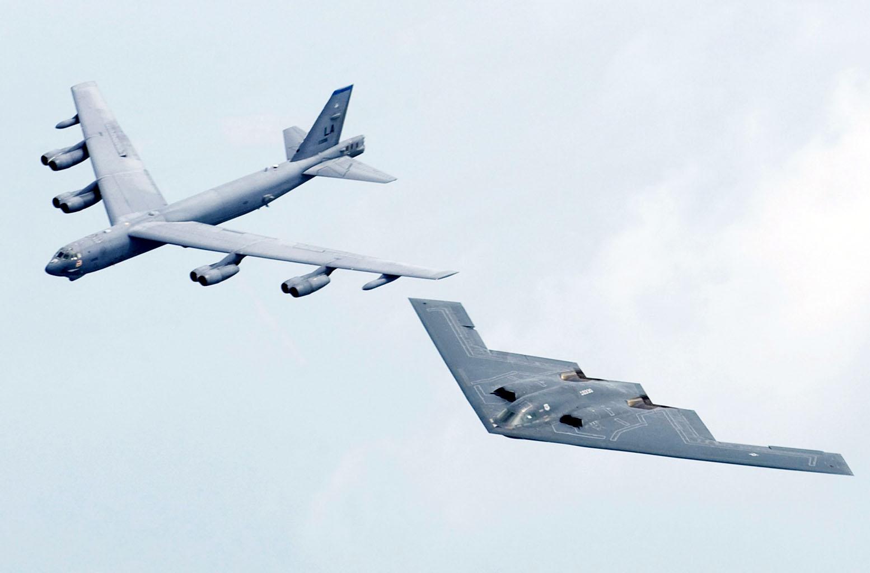 B-52 em formação com B-2 - foto USAF