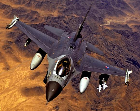 F-16 da Holanda na Enduring Freedom - foto USAF