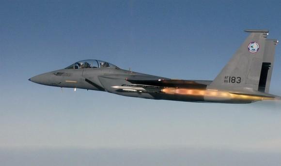 F-15 Silent Eagle dispara AMRAAM