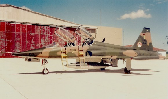F-5B 4802 1º GpAvCa, SC, 22abr90 - Camazano