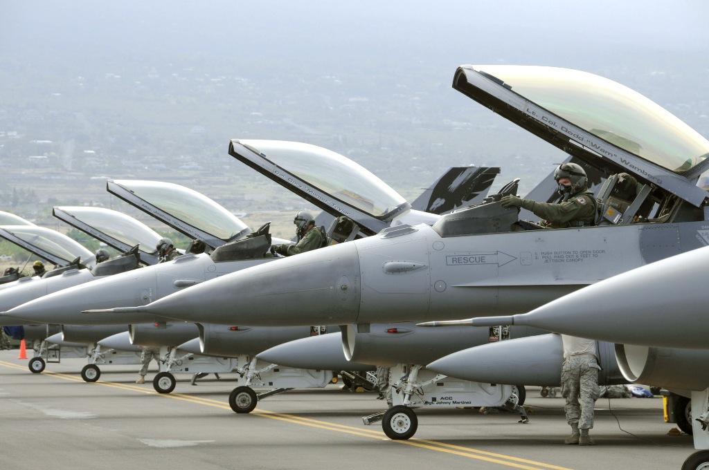 [Imagen: linha-de-F-16-foto-USAF.jpg]