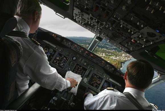 B737-700 Cockpit Large