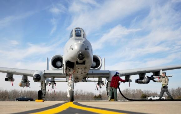 A-10 em hot pit refuel - foto 2 USAF