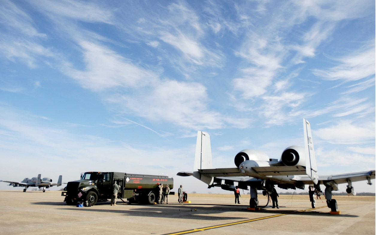 A-10 em hot pit refuel - foto USAF