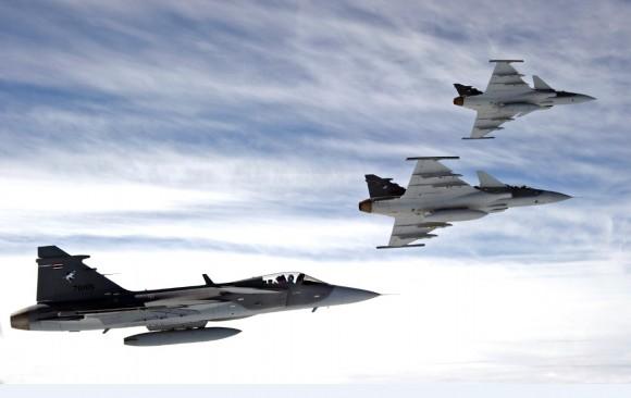 Gripen Tailândia - formação de três caças - foto S Kalm copyright Saab AB