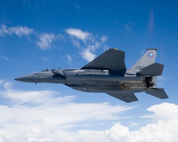 F-15-SE com baia de armamentos aberta - foto Boeing