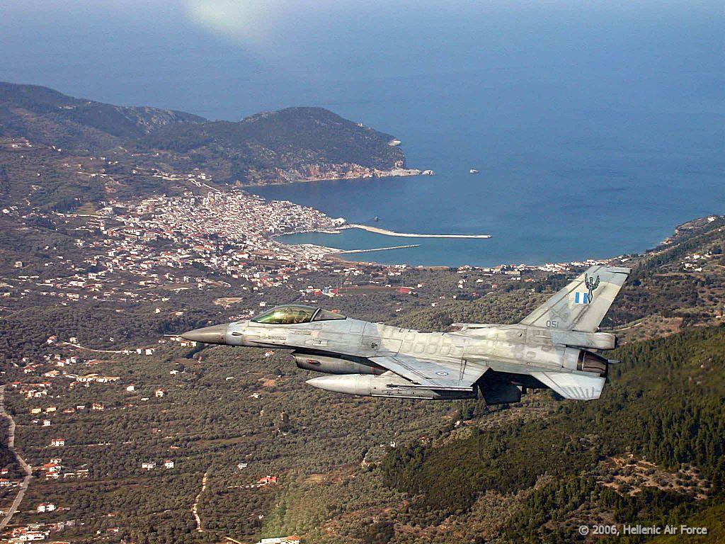F-16 sobre Skopelos - foto Força Aérea Grega