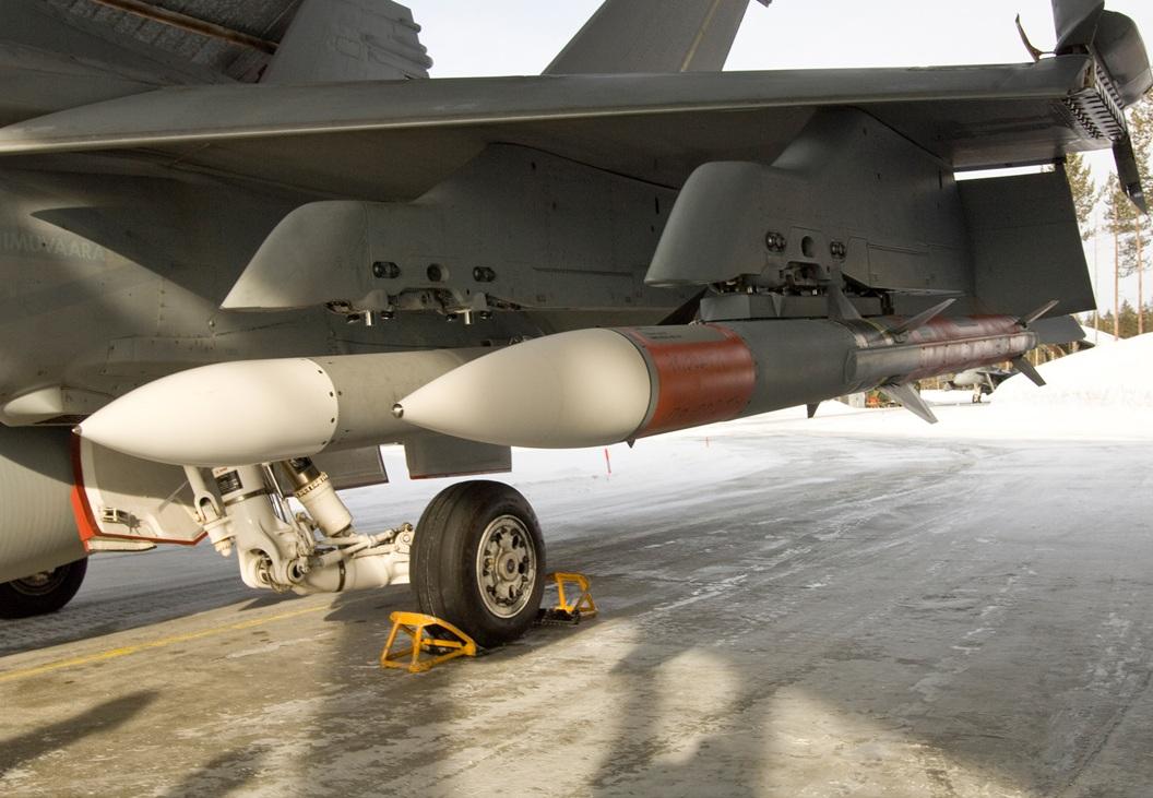 AMRAAM em F-18 - foto Raytheon