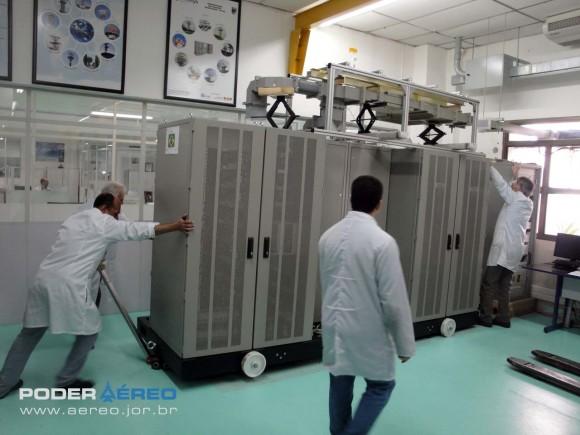 Thales Omnisys - radar banda L no final da linha de produção - foto Nunão - Poder Aéreo