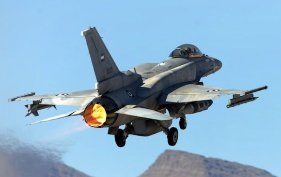 F-16 dos Emirados Árabes Unidos em exercício Red Flag - foto 2 USAF