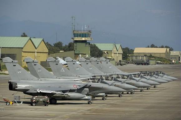 Rafale - linha de voo para operações na Líbia - foto via Dassault