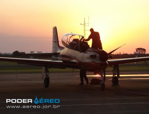 AFA-TTC-11 T-27 por do sol