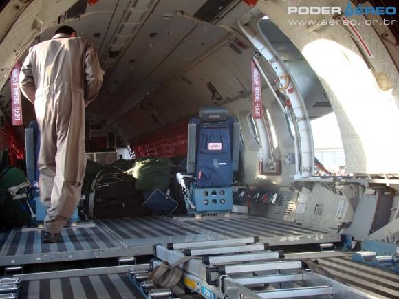 SC-105 FAB com rampa traseira aberta - Esquadrão Pelicano - Domingo Aéreo AFA 2011 - foto 7 Nunão Poder Aéreo