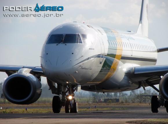 domingo aereo AFA 2011 - VC-2 taxiando 2 - foto Poggio