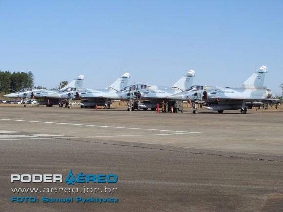 F-2000 FAB alinhados em Anápolis - Foto Poder Aéreo - S Pyslkyvicz
