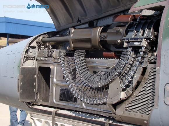 F-5EM portas superior e inferior do compartimento do canhão abertas - foto 2 Poder Aéreo - Nunão