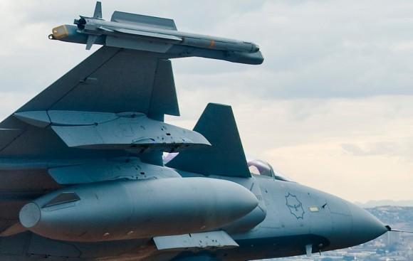 Míssil IRIS-T na ponta da asa de caça Gripen da SAAF - ampliação de foto de F Dely - Saab