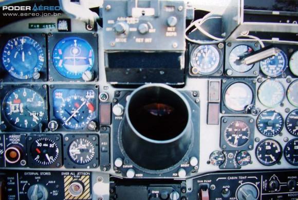 Painel do F-5E 4863 em 2002 - Foto 3 Poder Aéreo - Nunão