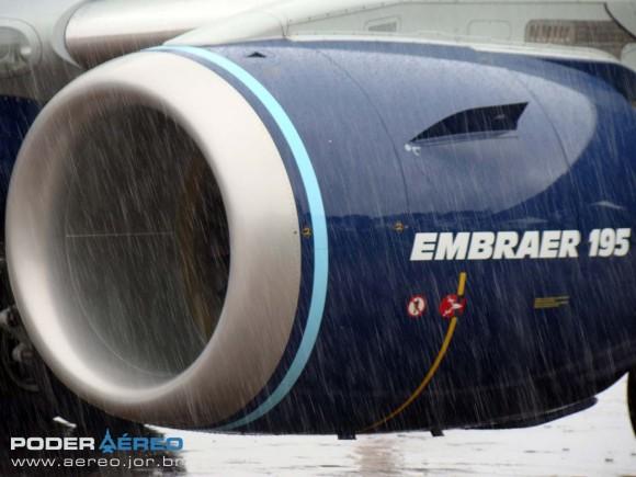 E-Jet da Azul no Portões Abertos 2011 DCTA - foto Nunão - Poder Aéreo