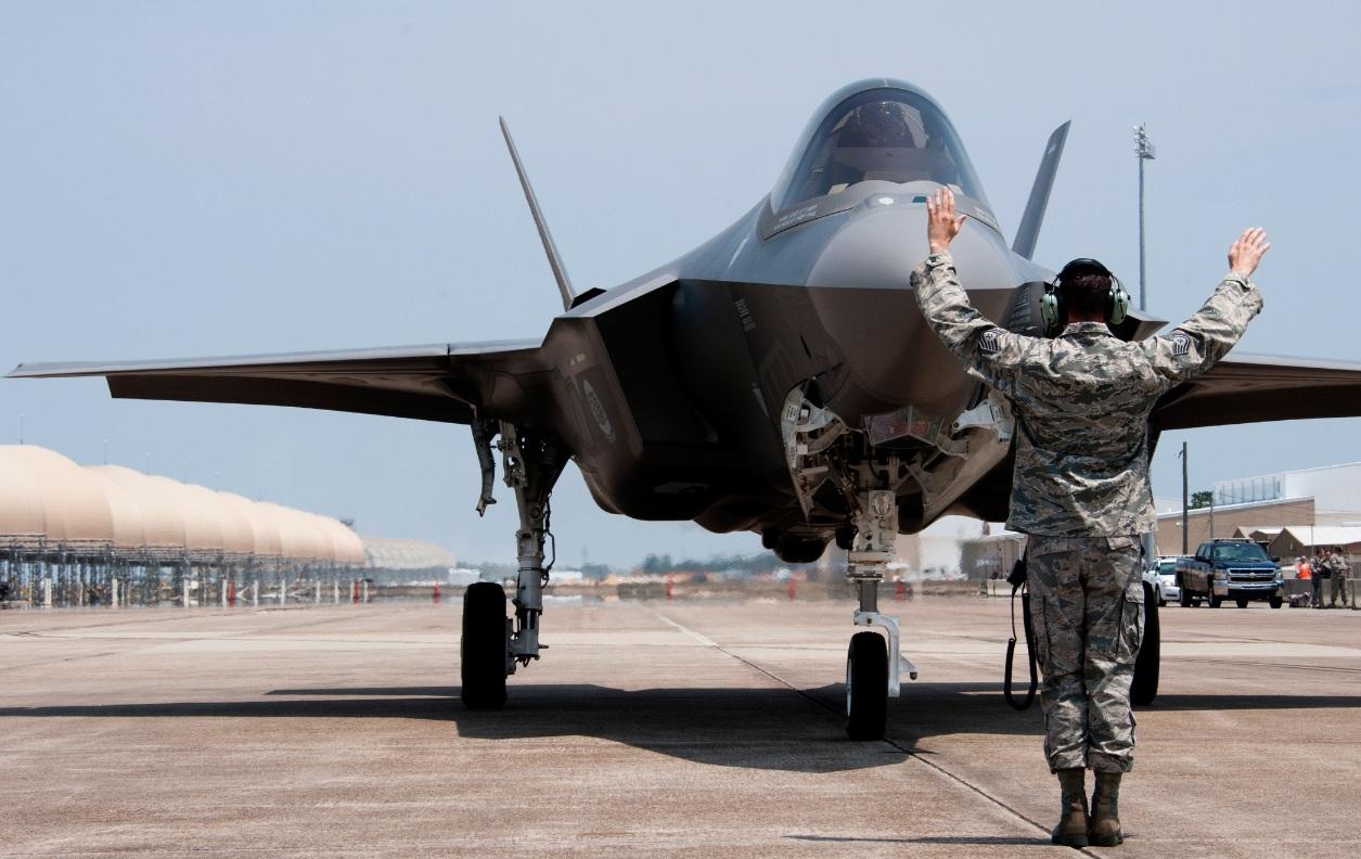 F-35 taxiando - foto jsfmil