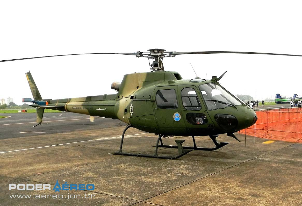 HA-1 Esquilo do EB no portões abertos do DCTA - foto Rodrigo Durighello - Poder Aéreo
