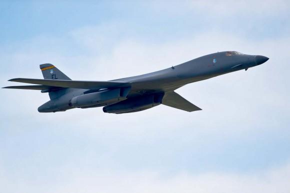 B-1-em-show-aéreo-em-Ellsworth-foto-USAF