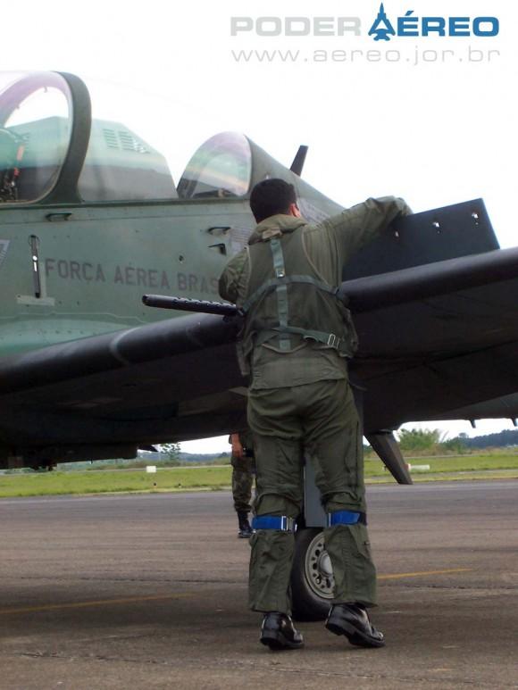 A-29 Super Tucano em São José dos Campos - foto Nunão - Poder Aéreo