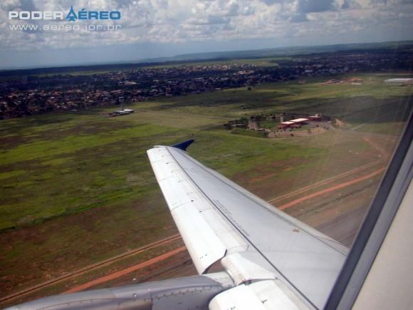 A-319 da TAM Pantanal decolando de Cpo Grande - foto Nunão - Poder Aéreo