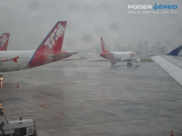 Congonhas sob chuva - foto Nunão - Poder Aéreo