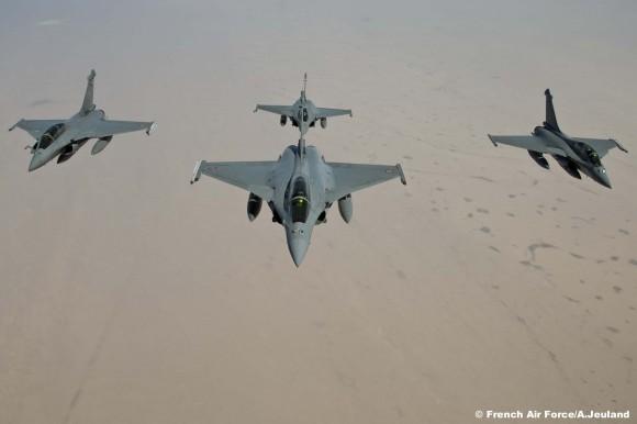 Caças Rafale do esquadrão Gascogne em formação durante Revo a caminho de Dakar - foto Armée de l'air
