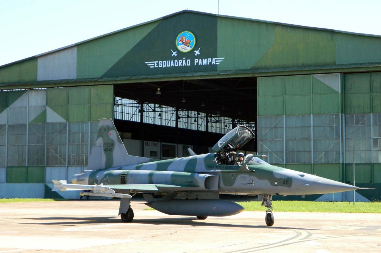 F-5EM do Pacau na base do Pampa - foto FAB