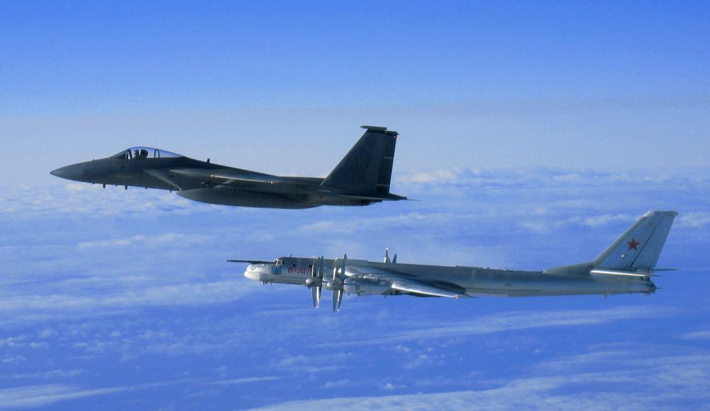 TU-95 e F-15 - foto USAF