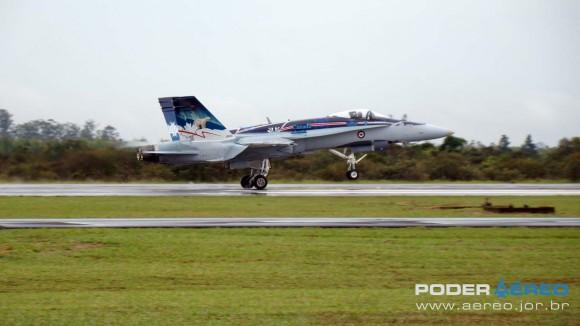 EDA 60 anos - CF-18 Hornet pousando apresentação 1 sábado -  foto Nunão - Poder Aéreo
