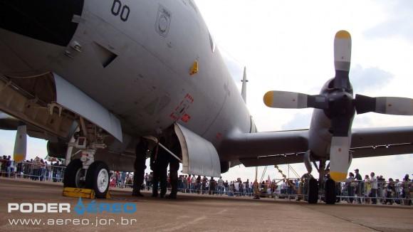 EDA 60 anos - P-3AM com bomb bay aberto - foto Nunão - Poder Aéreo