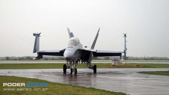 EDA 60 anos - Super Hornet da USN taxiando após apresentação sob chuva - foto 3 Nunão - Poder Aéreo