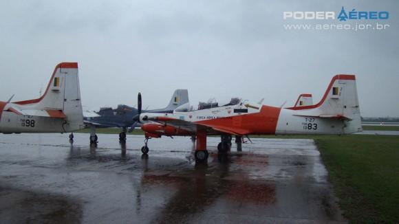EDA 60 anos - T-27 Tucanos em área distante do público na manhã de sábado - foto Nunão - Poder Aéreo