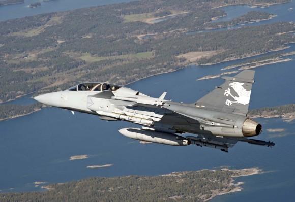 Gripen NG - pilotos suíços voam demonstrador do Gripen F - foto 2 Saab