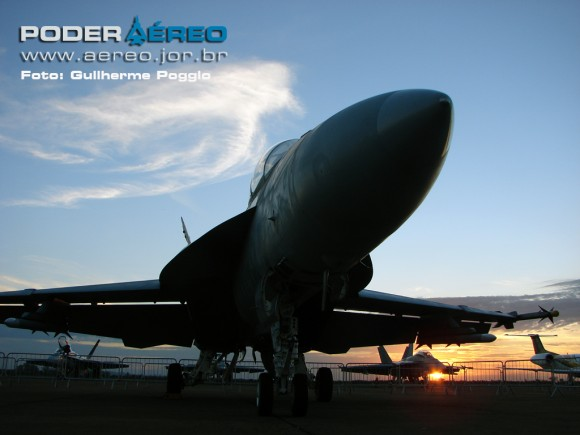 USN Super Hornet 135 na AFA - foto Poder Aereo - Poggio