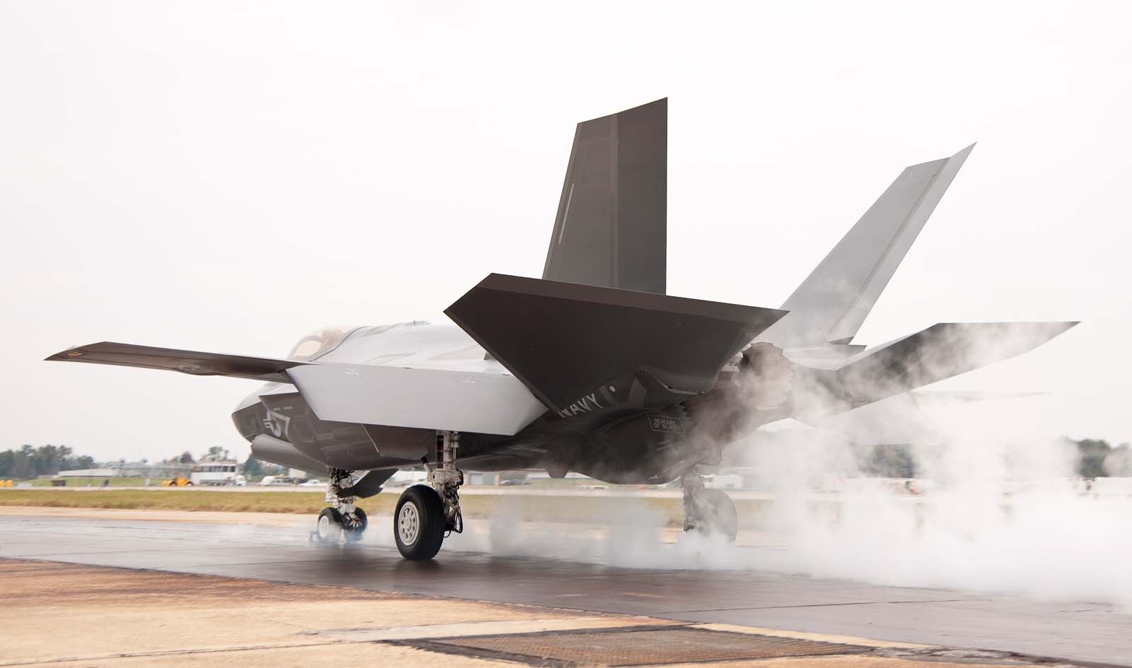 F-35C em testes - foto jsfmil