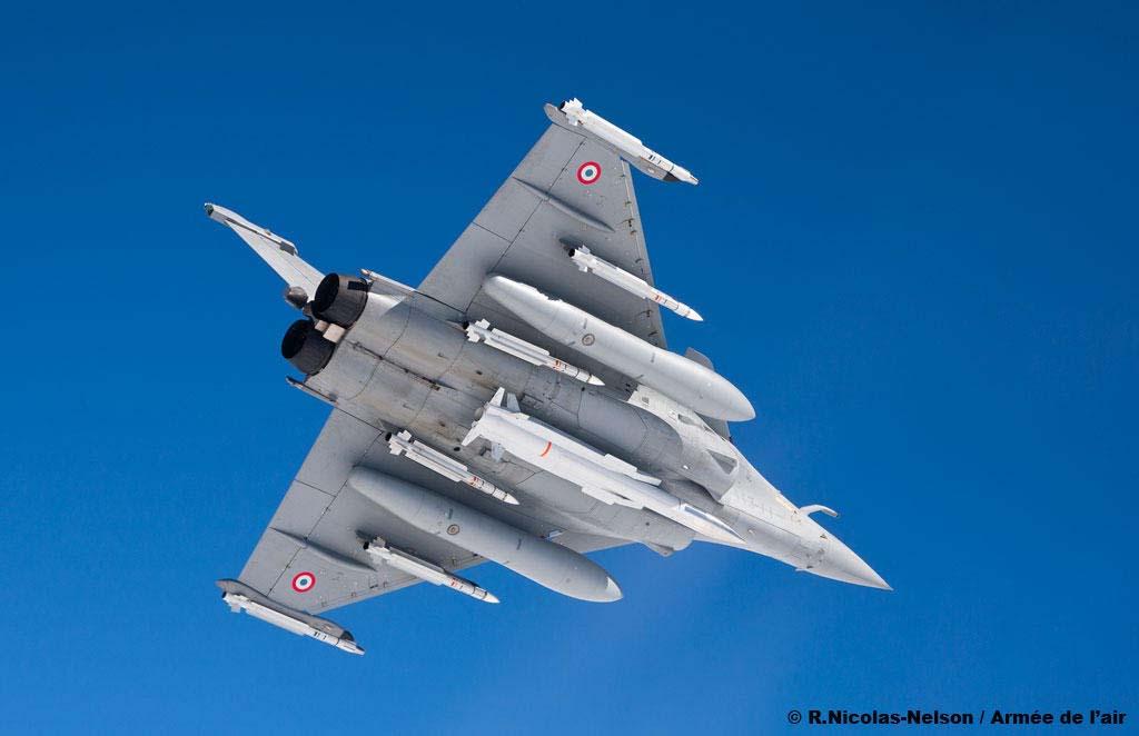 Rafale com ASMPA - foto 2 Força Aérea Francesa