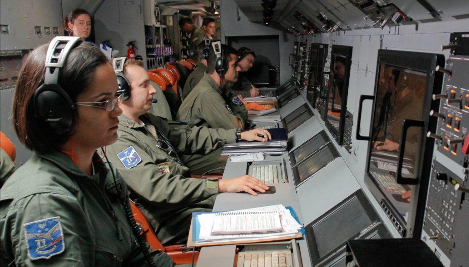 interior do P-3 - foto FAB