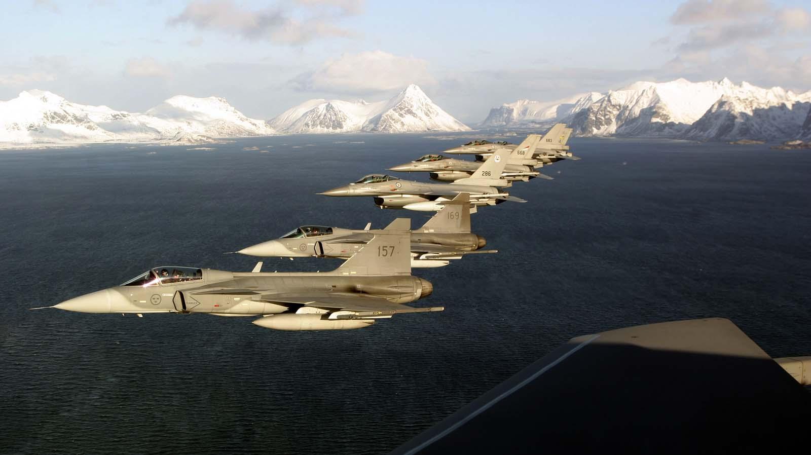 Gripen e F16 - foto Saab