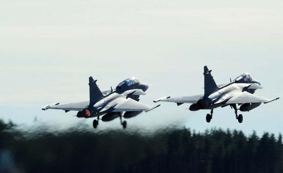 Caças Gripen no Nordic Air Meet 2012 - foto Forças Armadas Suecas
