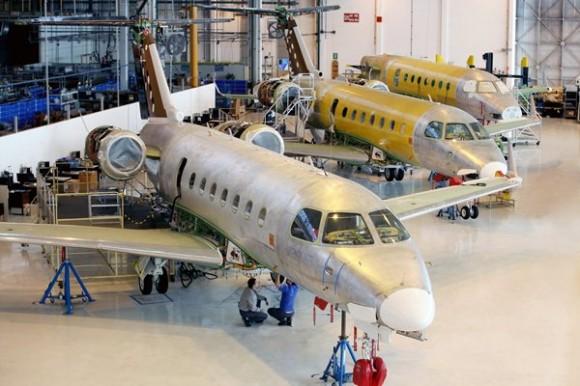 Linha de produção Legacy 500 - foto Embraer
