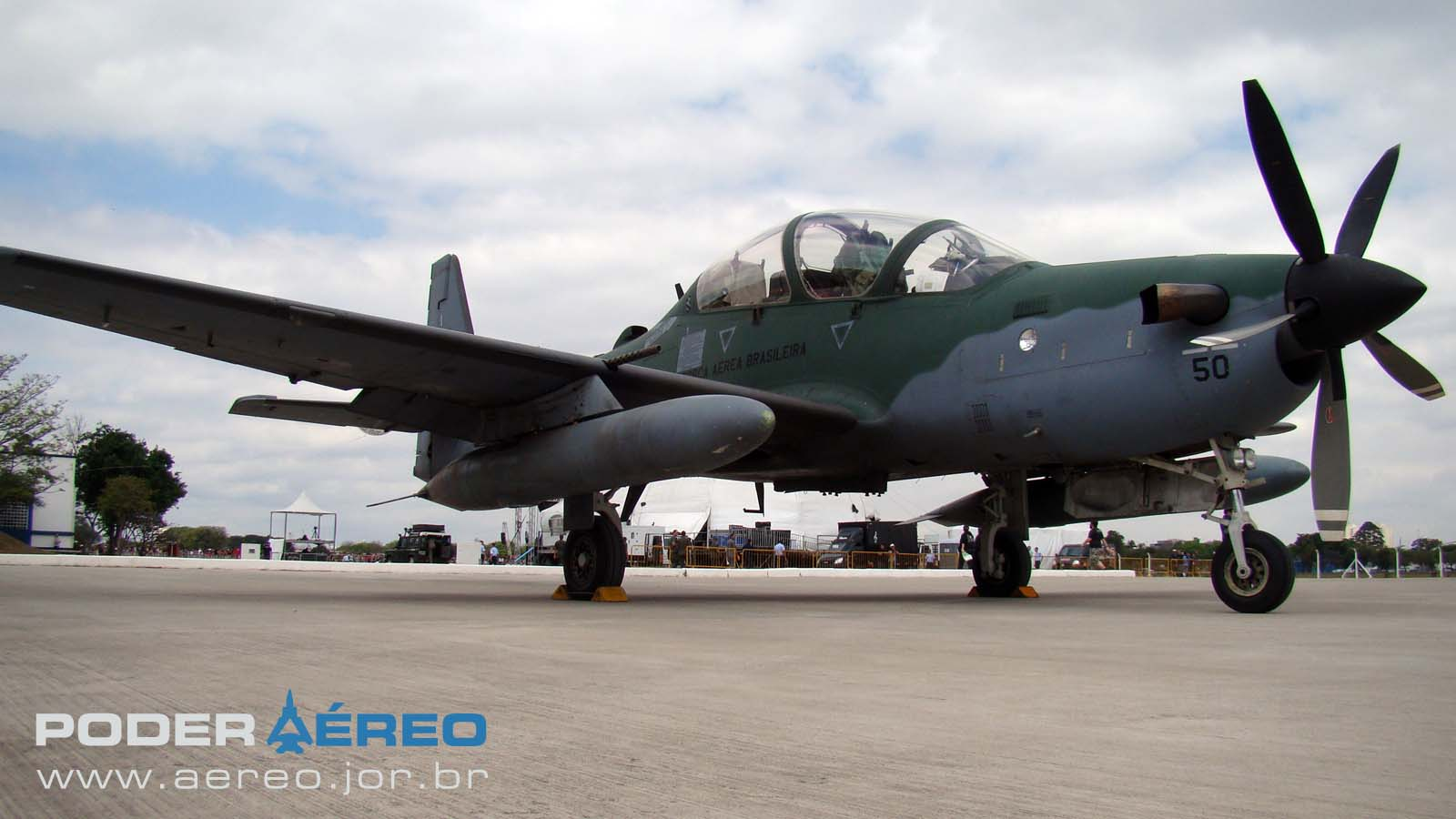 PAMA-SP 2012 - dom23set - A-29 Super Tucano FAB - foto Nunão - Poder Aéreo