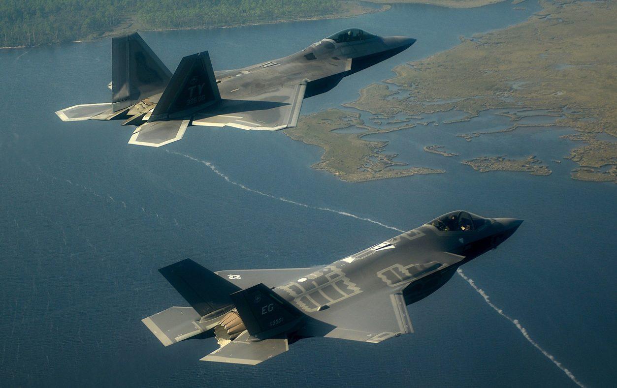 Comparação entre o F-22 e o F-35 - Poder Aéreo - Forças Aéreas ...