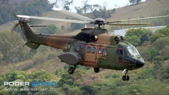Helibras - inauguração nova fábrica 2-10-2012 - Super Puma da FAB decola com autoridades - foto 2 Nunão - Poder Naval