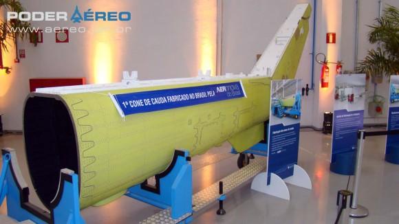 Helibras - inauguração nova fábrica 2-10-2012 - primeiro cone de cauda fabricado no Brasil - foto Nunão - Poder Aéreo