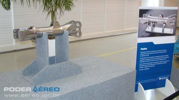 Helibras - inauguração nova fábrica 2-10-2012 - punho nacionalizado - foto Nunão - Poder Aéreo